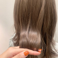 ナチュラル ミディアム ミルクティーベージュ ナチュラルベージュ ヘアスタイルや髪型の写真・画像