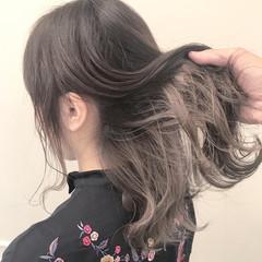 セミロング ストリート アンニュイ ウェーブ ヘアスタイルや髪型の写真・画像