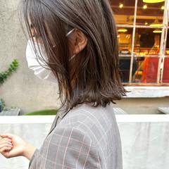 ミディアム ナチュラル グラデーションカラー 切りっぱなしボブ ヘアスタイルや髪型の写真・画像