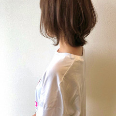 マッシュウルフ ショートヘア ベージュ ナチュラル ヘアスタイルや髪型の写真・画像