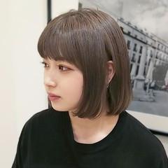 アッシュグレージュ ストリート ミニボブ ミルクティーグレージュ ヘアスタイルや髪型の写真・画像
