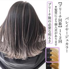 ミディアム グレーアッシュ バレイヤージュ グレージュ ヘアスタイルや髪型の写真・画像