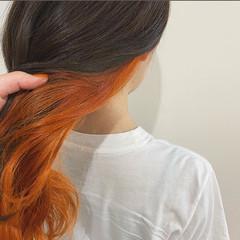 ミディアム インナーカラーオレンジ ガーリー オレンジ ヘアスタイルや髪型の写真・画像