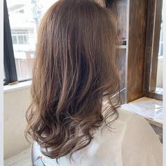 ミディアム 極細ハイライト ナチュラル ハイライト ヘアスタイルや髪型の写真・画像