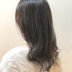 オリーブグレージュ 外国人風 ナチュラル アッシュグレージュ ヘアスタイルや髪型の写真・画像
