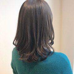 透明感カラー オリーブベージュ ナチュラル オリーブアッシュ ヘアスタイルや髪型の写真・画像