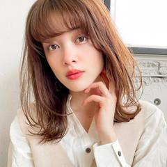 デジタルパーマ ひし形シルエット ゆるふわパーマ シースルーバング ヘアスタイルや髪型の写真・画像