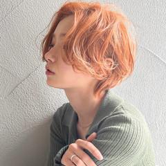 小顔 ショート ハンサムショート オレンジカラー ヘアスタイルや髪型の写真・画像