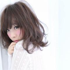 フェミニン 大人かわいい ナチュラル 暗髪 ヘアスタイルや髪型の写真・画像
