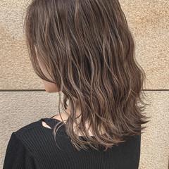 透明感カラー 艶カラー セミロング 大人ハイライト ヘアスタイルや髪型の写真・画像