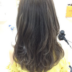 暗髪 レイヤーカット ロング ダークアッシュ ヘアスタイルや髪型の写真・画像