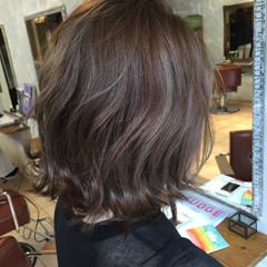 外ハネ センターパート ハイライト ミディアム ヘアスタイルや髪型の写真・画像