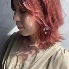 ラベンダーピンク 切りっぱなしボブ ベリーピンク ハイトーンカラー ヘアスタイルや髪型の写真・画像