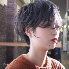ナチュラル ショート 小顔 アンニュイほつれヘア ヘアスタイルや髪型の写真・画像
