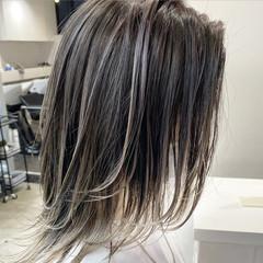 バレイヤージュ エアータッチ ホワイトシルバー ボブ ヘアスタイルや髪型の写真・画像