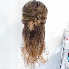 簡単ヘアアレンジ フェミニン セミロング 編み込み ヘアスタイルや髪型の写真・画像