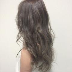 ガーリー グレージュ グラデーションカラー セミロング ヘアスタイルや髪型の写真・画像