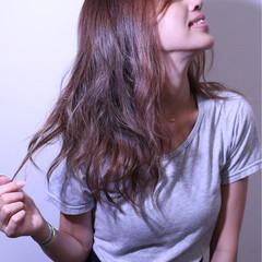 ブラウン 前髪あり 外ハネ 暗髪 ヘアスタイルや髪型の写真・画像