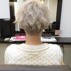 アッシュ 外国人風 外ハネ ホワイト ヘアスタイルや髪型の写真・画像