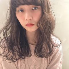 外国人風 セミロング パーマ アッシュベージュ ヘアスタイルや髪型の写真・画像