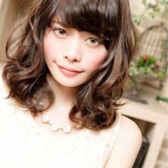 ミディアム パーマ 前髪あり 大人かわいい ヘアスタイルや髪型の写真・画像