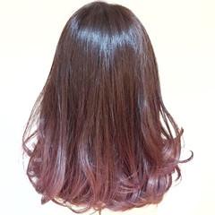 ベリーピンク 透明感 ミディアム 外国人風 ヘアスタイルや髪型の写真・画像