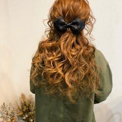 ハーフアップ ねじり フェミニン ロング ヘアスタイルや髪型の写真・画像