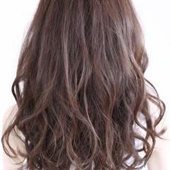 アッシュ ミディアム カール ゆるふわ ヘアスタイルや髪型の写真・画像