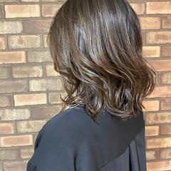 オリーブベージュ グラデーションカラー ミディアム ナチュラル ヘアスタイルや髪型の写真・画像
