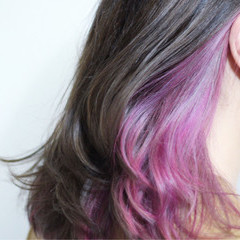 セミロング インナーカラー パープル レッド ヘアスタイルや髪型の写真・画像