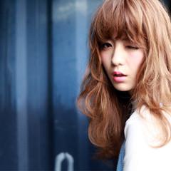 ロング 前髪あり 大人かわいい イルミナカラー ヘアスタイルや髪型の写真・画像