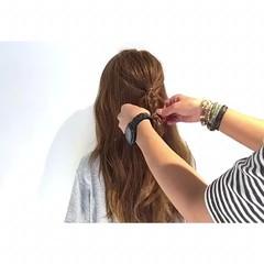 三つ編み ロング アウトドア ヘアアレンジ ヘアスタイルや髪型の写真・画像