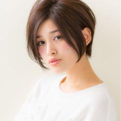 小顔 ナチュラル 大人女子 ショート ヘアスタイルや髪型の写真・画像