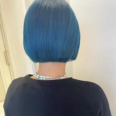ミニボブ 切りっぱなしボブ ターコイズブルー ナチュラル ヘアスタイルや髪型の写真・画像