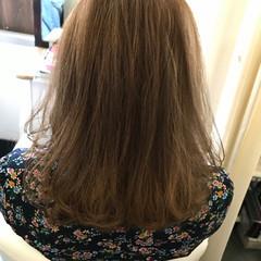 ブラウンベージュ ミルクティーベージュ 内巻き ミディアム ヘアスタイルや髪型の写真・画像