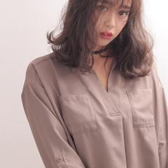 外国人風 ミディアム 暗髪 アッシュ ヘアスタイルや髪型の写真・画像