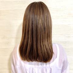 アッシュベージュ コンサバ 大人ハイライト ベージュ ヘアスタイルや髪型の写真・画像