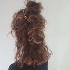 ミディアム お団子 ゆるふわ 外国人風 ヘアスタイルや髪型の写真・画像