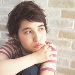 パーマ レイヤーカット 暗髪 アッシュ ヘアスタイルや髪型の写真・画像
