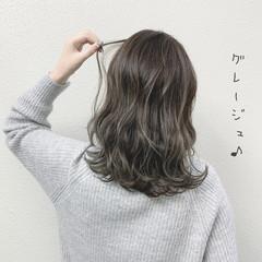 グレージュ バレイヤージュ セミロング ミルクティーグレージュ ヘアスタイルや髪型の写真・画像