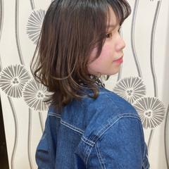 ミディアム 大人かわいい くびれカール レイヤーヘアー ヘアスタイルや髪型の写真・画像