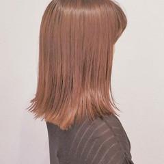 イルミナカラー 外ハネ ウェットヘア ミディアム ヘアスタイルや髪型の写真・画像
