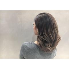 アッシュ グレージュ 外国人風 エレガント ヘアスタイルや髪型の写真・画像