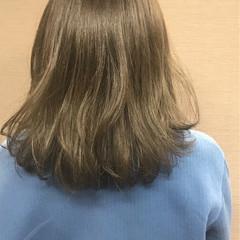 冬 グレージュ ウェーブ ミディアム ヘアスタイルや髪型の写真・画像