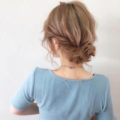 ミディアム ウルフカット ミルクティーベージュ ガーリー ヘアスタイルや髪型の写真・画像