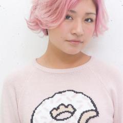 ピンク ショート グラデーションカラー ブラウン ヘアスタイルや髪型の写真・画像