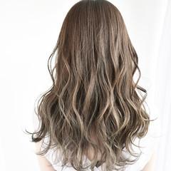 ミディアム グレージュ ミルクティーベージュ ゆるふわ ヘアスタイルや髪型の写真・画像