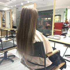 エレガント ミルクティーベージュ ロング ストレート ヘアスタイルや髪型の写真・画像
