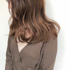 セミロング アッシュベージュ ヌーディベージュ ヘアアレンジ ヘアスタイルや髪型の写真・画像