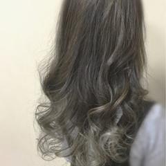 ロング グレージュ イルミナカラー グラデーションカラー ヘアスタイルや髪型の写真・画像